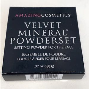 NEW Amazing Cosmetics Velvet Mineral Powderset